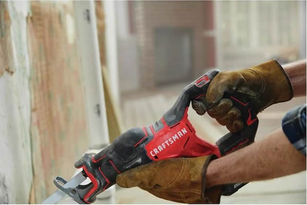 Craftsman V20 BRUSHLESS CORDLESS RECIPROCATING SAW CMCS350B review